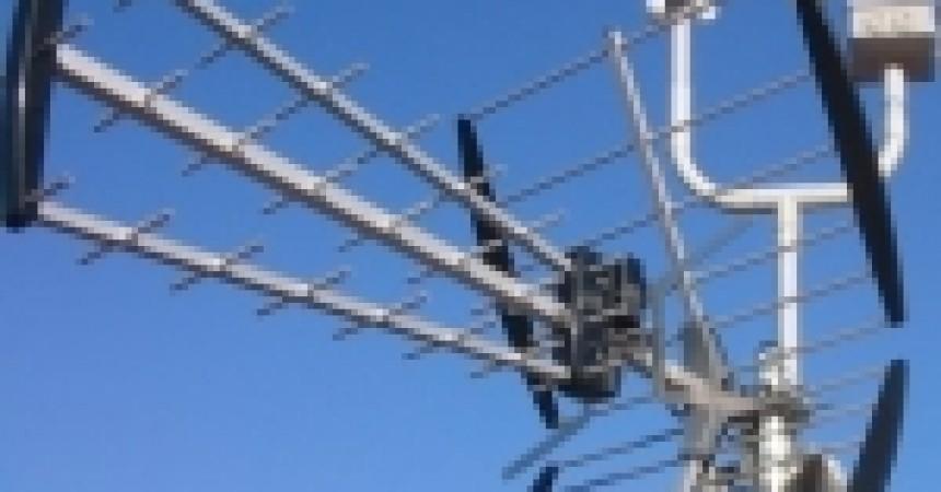 Antenele de pe case asteapta semnalul digital