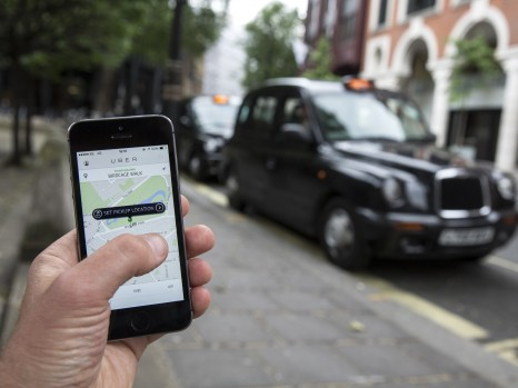LONDON, ENGLAND - JUNE 02: In this photo illustration, a smartphone displays the 'Uber' mobile application which allows users to hail private-hire cars from any location on June 2, 2014 in London, England. The controversial piece of software, which is opposed by established taxi drivers, currently serves more than 100 cities in 37 countries. London's black cabs are seeking a High Court ruling on the claim that the Uber software is breaking the law by using an app as a taxi meter to determine rates.  (Photo by Oli Scarff/Getty Images) ORG XMIT: 495663217 ORIG FILE ID: 495298219