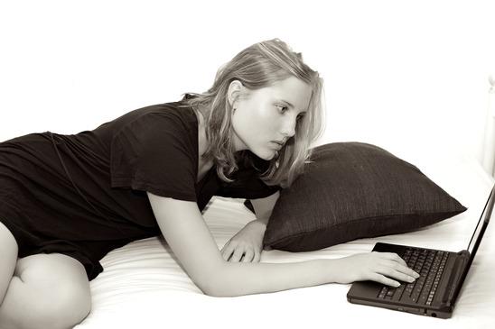 photodune-2324443-online-dating-girl-xs